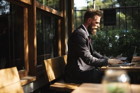 Lo smart working rende i lavoratori più liberi, più coinvolti e, soprattutto, più produttivi. I dati del 2019.